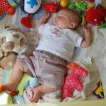Einschlafen ohne Mama und Papa – so lernen Babys alleine einzuschlafen