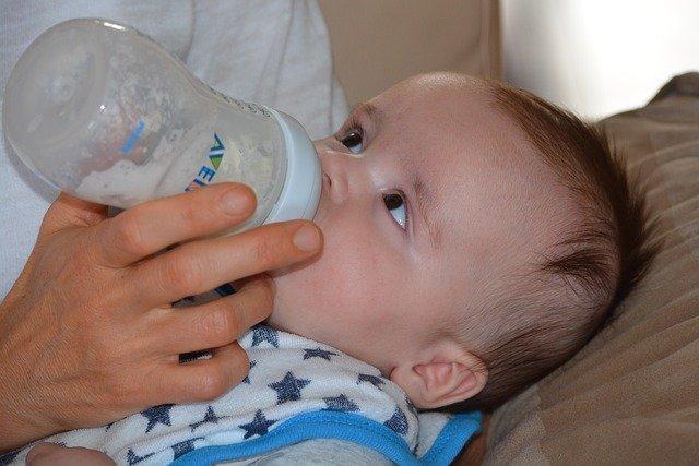 Babyflasche sterilisieren.