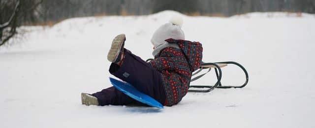 Schneerutscher - Kind mit Porutscher