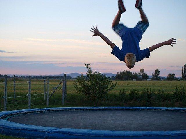 Sport auf dem Trampolin - nicht nur für Kinder ein Vergnügen.