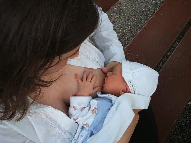 Muttermilch stillen ist das Beste für dein Baby
