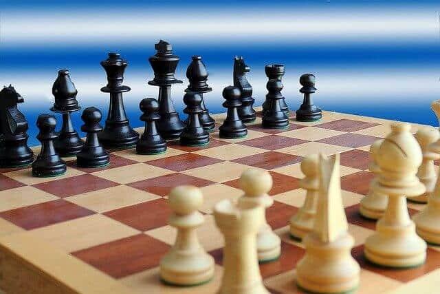 Schachspiel oder Schachbrett kaufen.