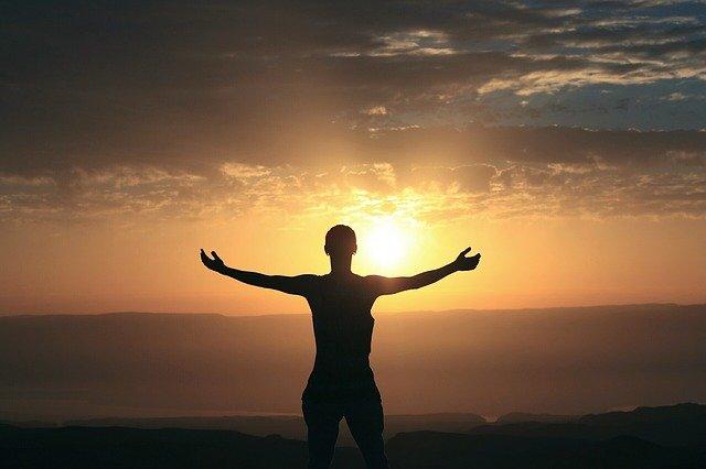 Ein Tageslichtwecker kann den Stress beim Aufwachen reduzieren.