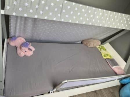 In einem Montessori Bett fühlen sich Kinder pudelwohl!