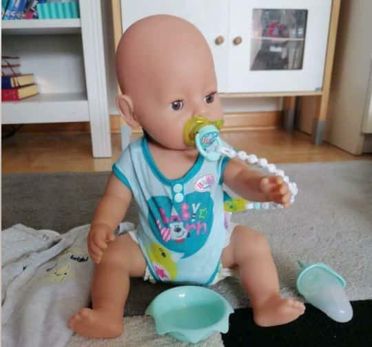 Eine Baby Born kann mit viel Zubehör aufwarten.